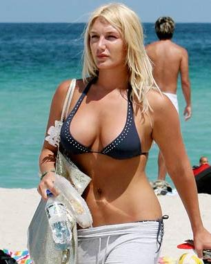brooke hogan sunbathing